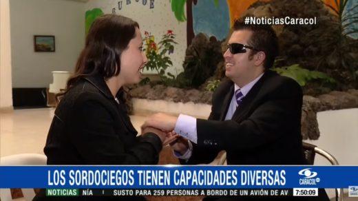 Reportera Estefanía Zárate Angarita en entrevista con el Presidente de la Asociación Colombiana de Sordociegos.